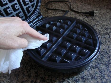 Cleaning a waffle maker